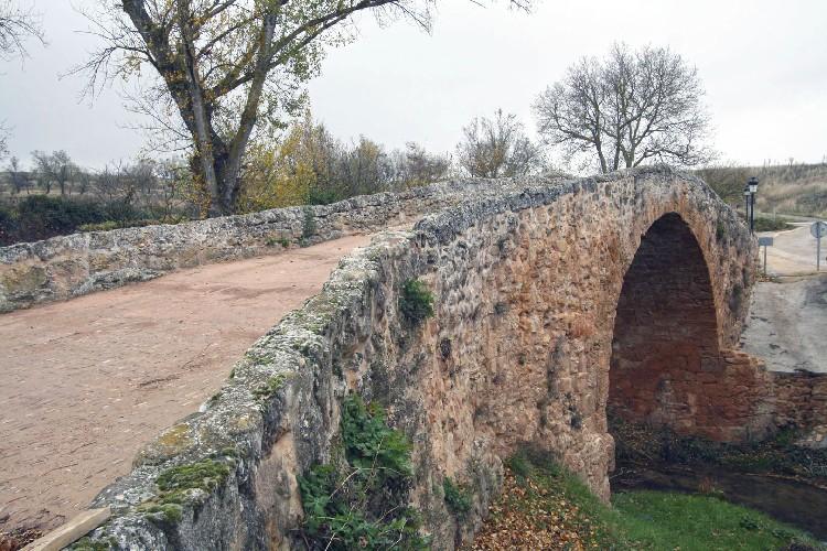Puente sobre el río Castil. Puente que atraviesa el río Castil ó de las Campanas.