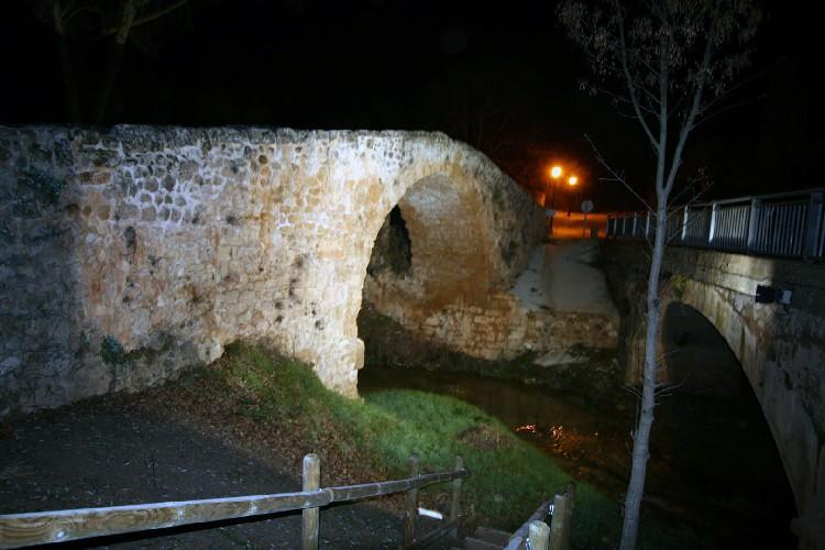 Puente Medieval Iluminado. Orgullo de los vecinos con una conservación excelente.