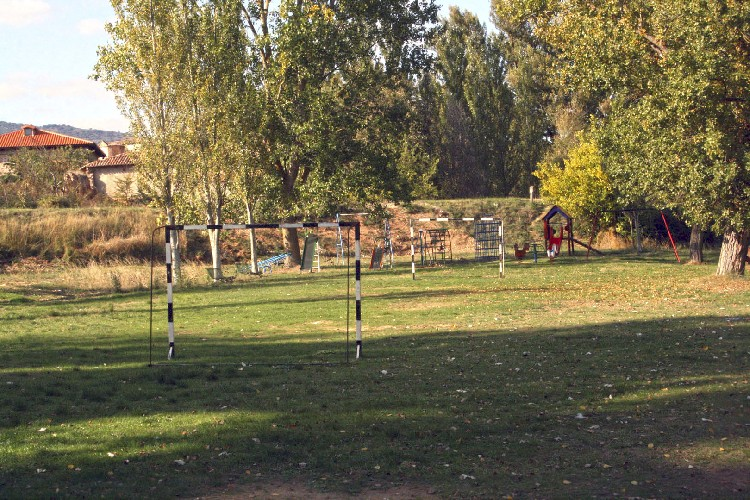 Zona de Juegos. La Zona de Ocio, se completa con un parque para el disfrute de los más pequeños.