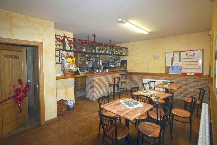 Cuenta con un Bar. El alojamiento se encuentra ubicado junto a un bar, donde poder acceder a bocadillos y refrescos antes de salir a visitar el entorno.
