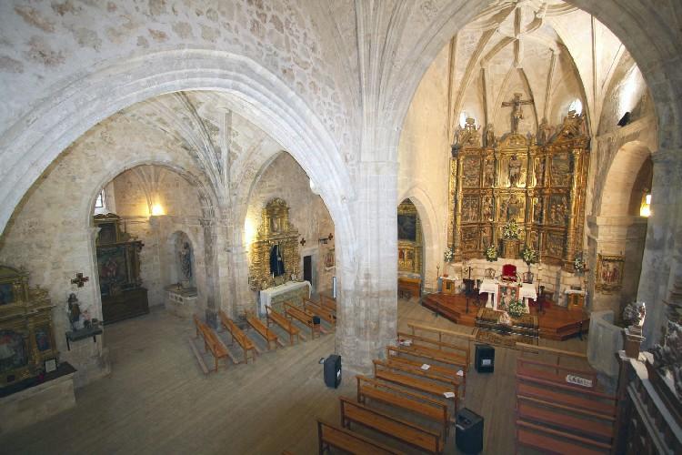 Iglesia de Sta. Eugenia. Se trata de un templo amplio donde se pueden ver con nitidez sus preciosas bóvedas.