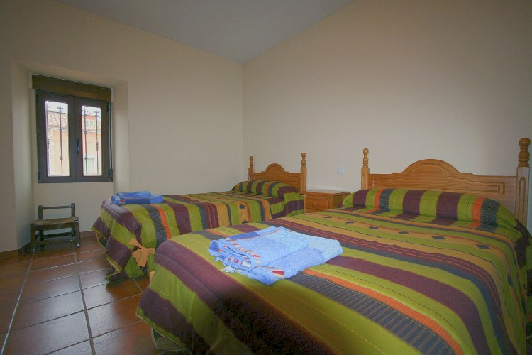 Amplias Habitaciones Todas las habitaciones son amplias y están dotadas de armarios roperos, para facilitarte una agradable estancia.
