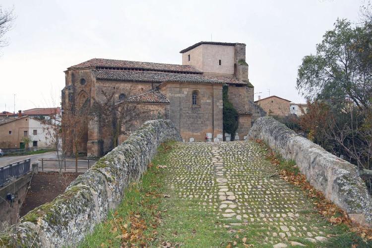Camino Empredrado Camino empedrado conservado, en el acceso al puente.